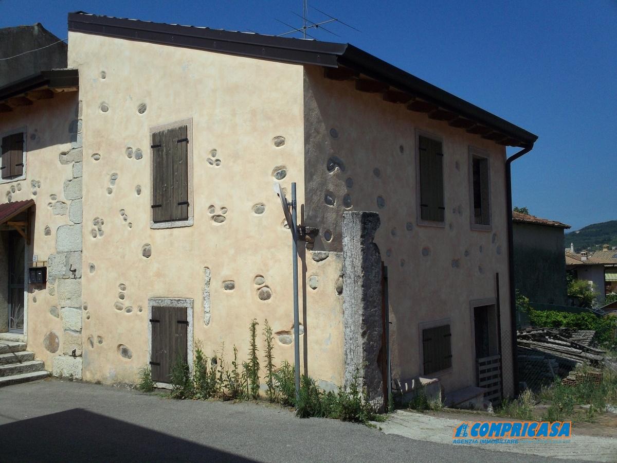 Rustico / Casale in vendita a Caprino Veronese, 5 locali, prezzo € 109.000 | Cambio Casa.it