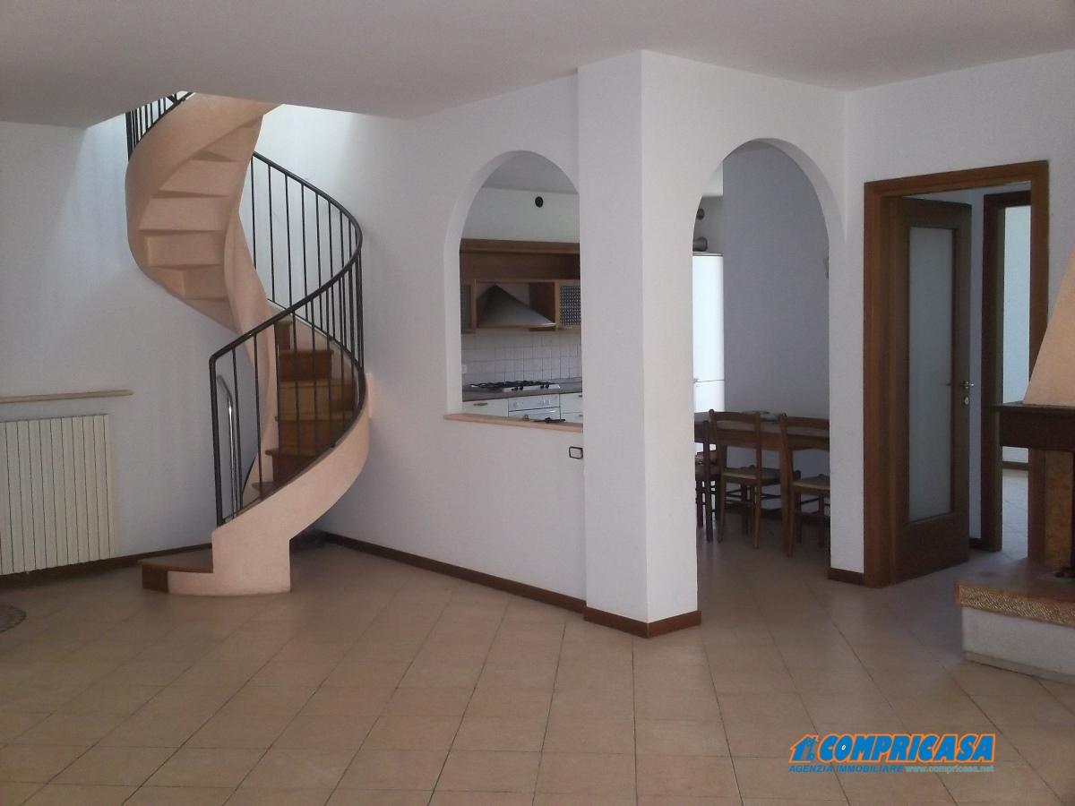 Appartamento in vendita a Affi, 5 locali, prezzo € 295.000 | Cambio Casa.it