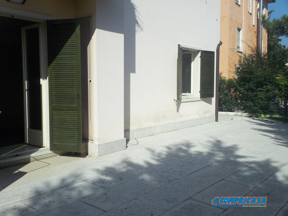 Appartamento in vendita a Peschiera del Garda, 4 locali, prezzo € 285.000 | CambioCasa.it