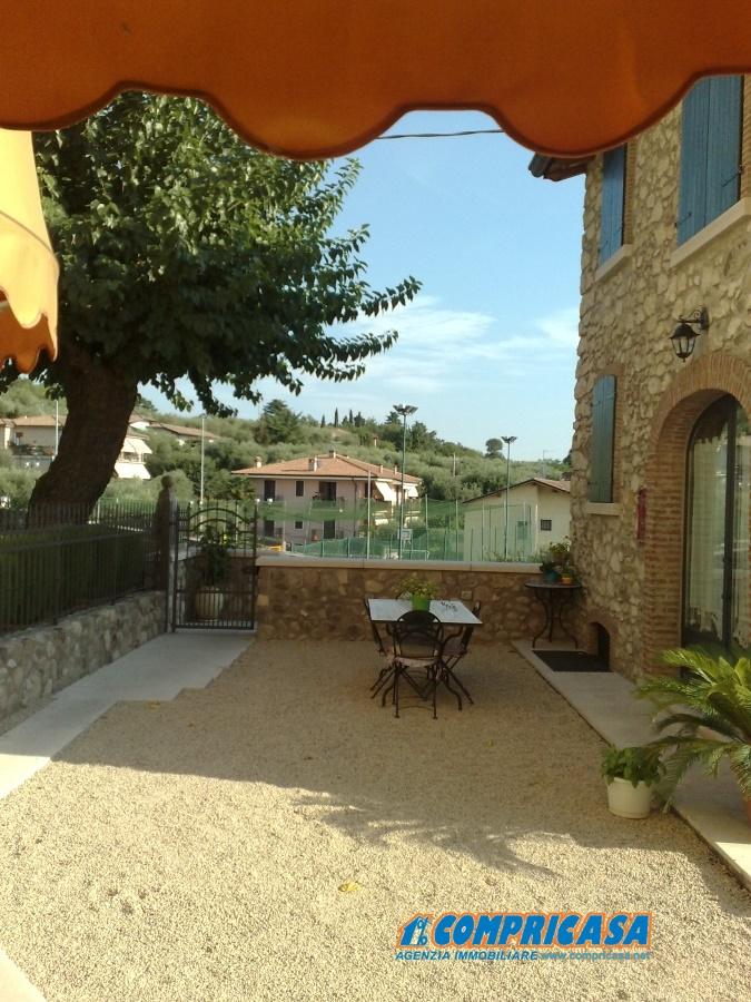 Rustico / Casale in affitto a Bardolino, 4 locali, prezzo € 700 | CambioCasa.it