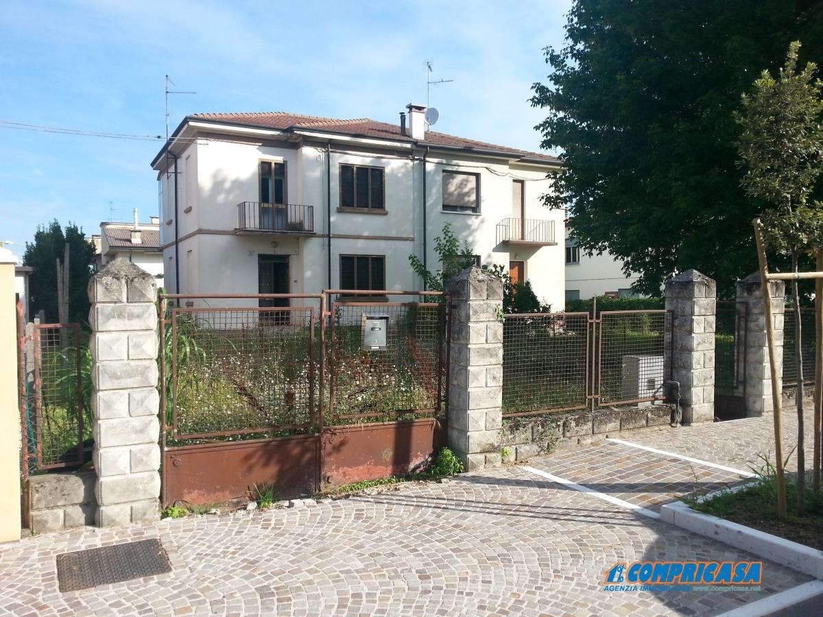 Soluzione Indipendente in vendita a Bevilacqua, 7 locali, prezzo € 80.000 | CambioCasa.it