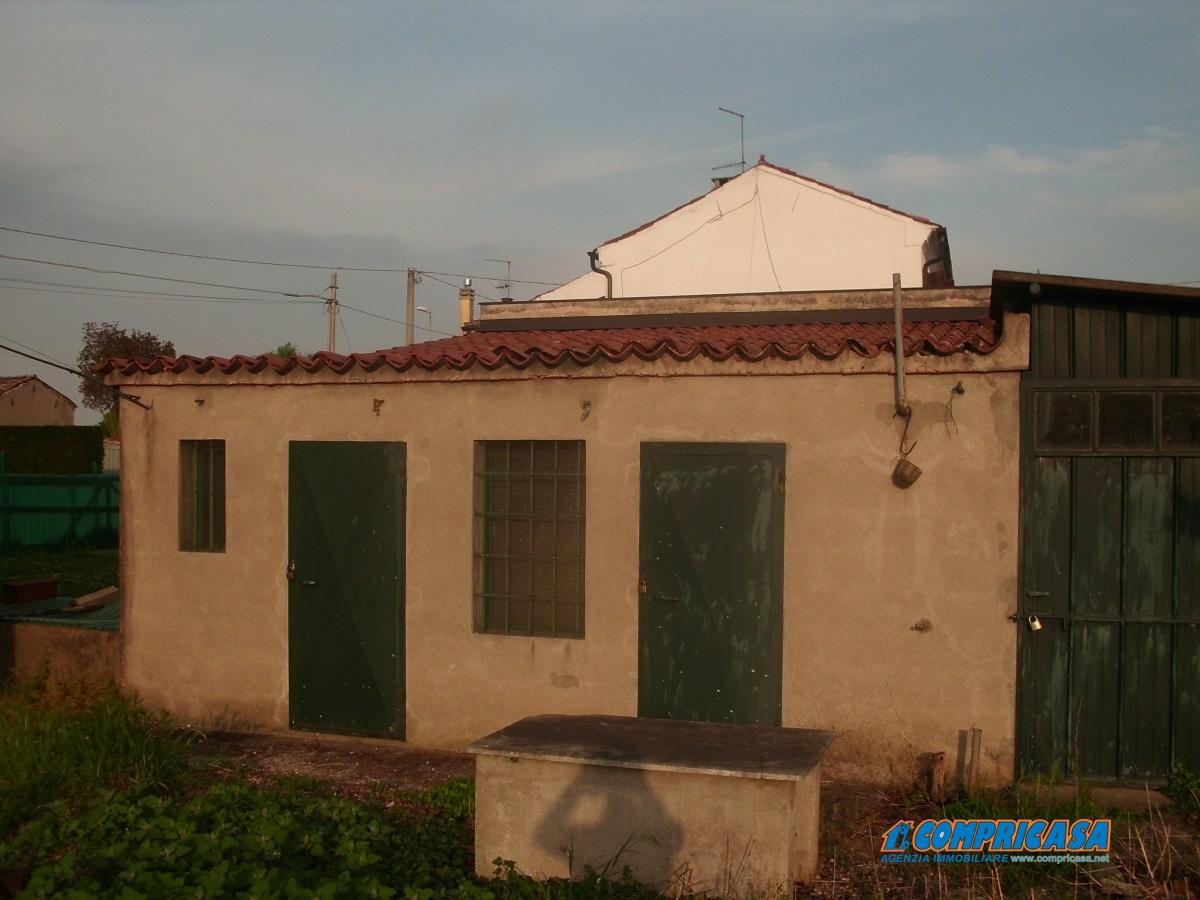 Villa in vendita a Montagnana, 8 locali, prezzo € 168.000 | Cambio Casa.it