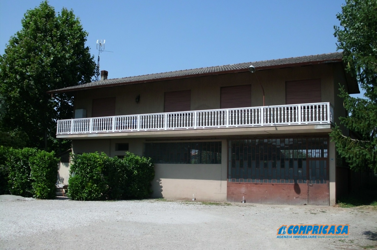 Capannone in vendita a Montagnana, 10 locali, prezzo € 350.000 | CambioCasa.it