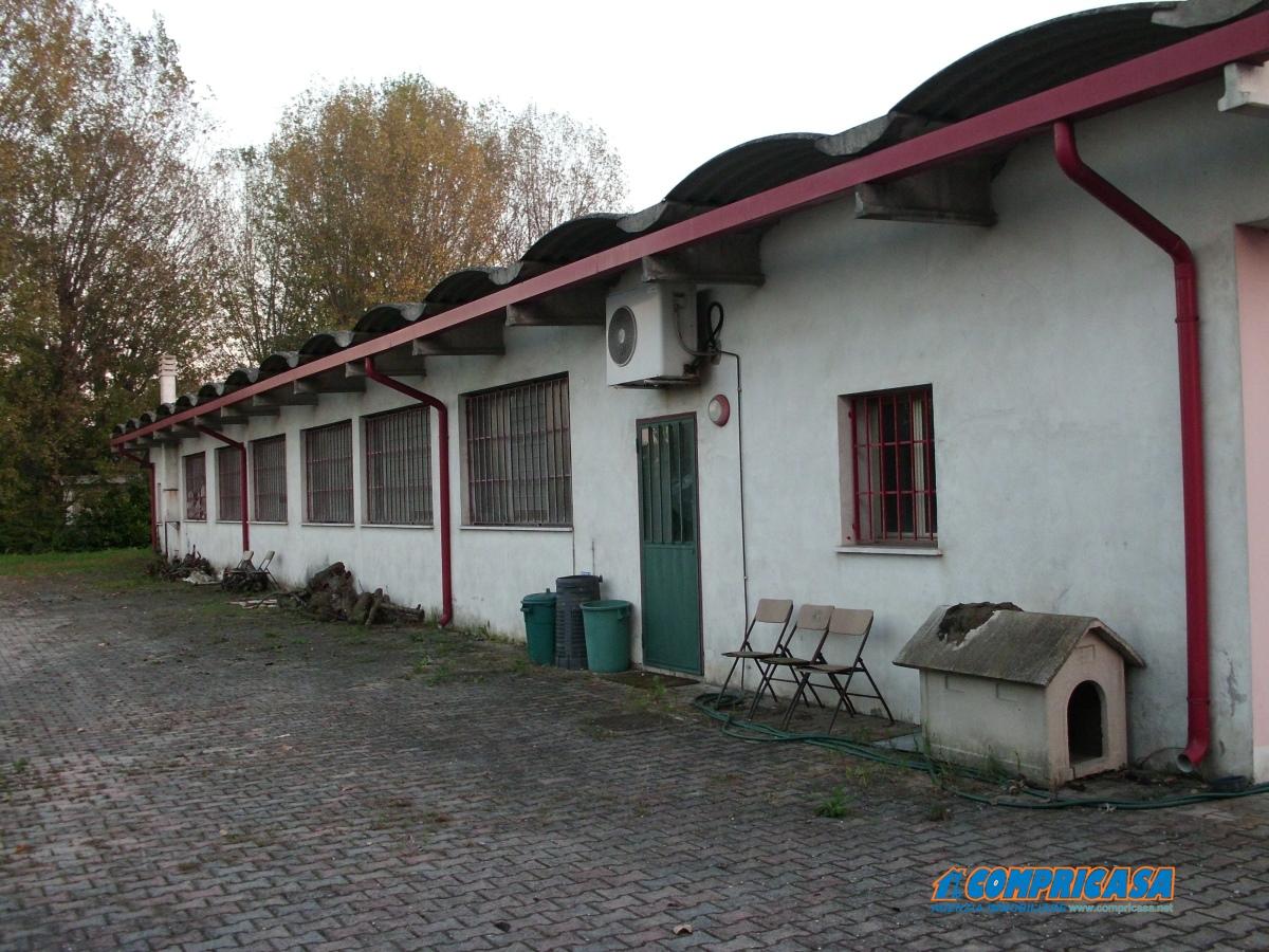 Capannone in vendita a Casale di Scodosia, 9999 locali, prezzo € 400.000 | CambioCasa.it