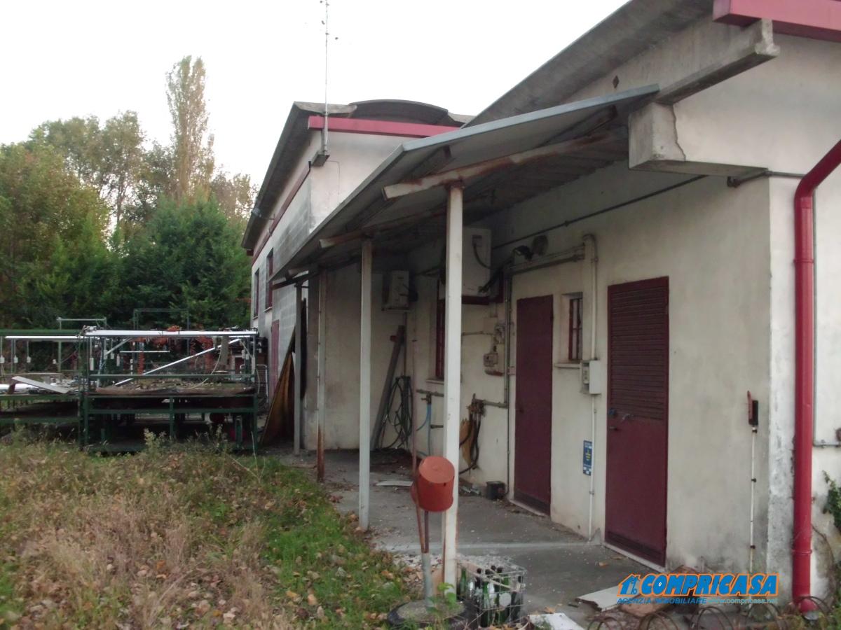 Vendita capannoni casale di scodosia capannone casa for Piani di casa capannone