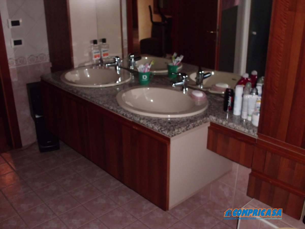 Villa in vendita a Montagnana, 12 locali, prezzo € 500.000 | Cambio Casa.it