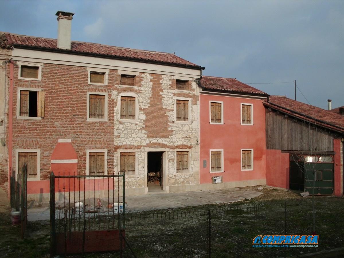 Rustico / Casale in vendita a Roveredo di Guà, 10 locali, prezzo € 105.000 | Cambio Casa.it