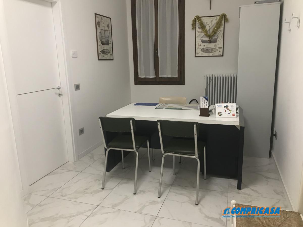 Ristorante / Pizzeria / Trattoria in affitto a Saletto, 1 locali, prezzo € 250 | CambioCasa.it