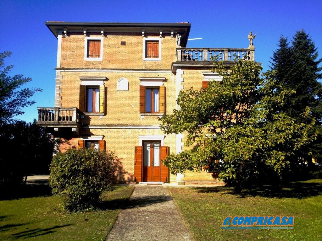 Palazzo / Stabile in Vendita a Ospedaletto Euganeo