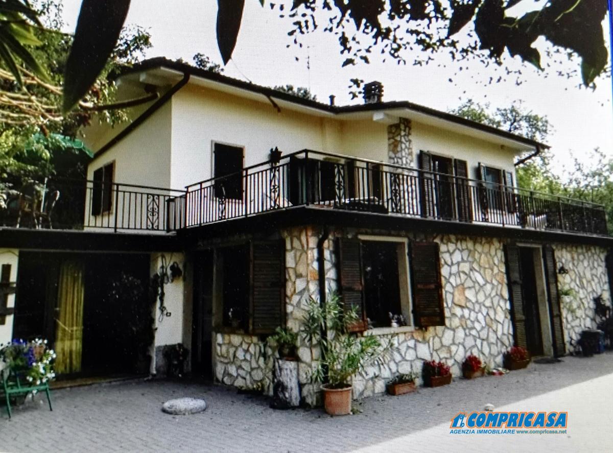 Villa in vendita a Rivoli Veronese, 6 locali, prezzo € 330.000 | Cambio Casa.it