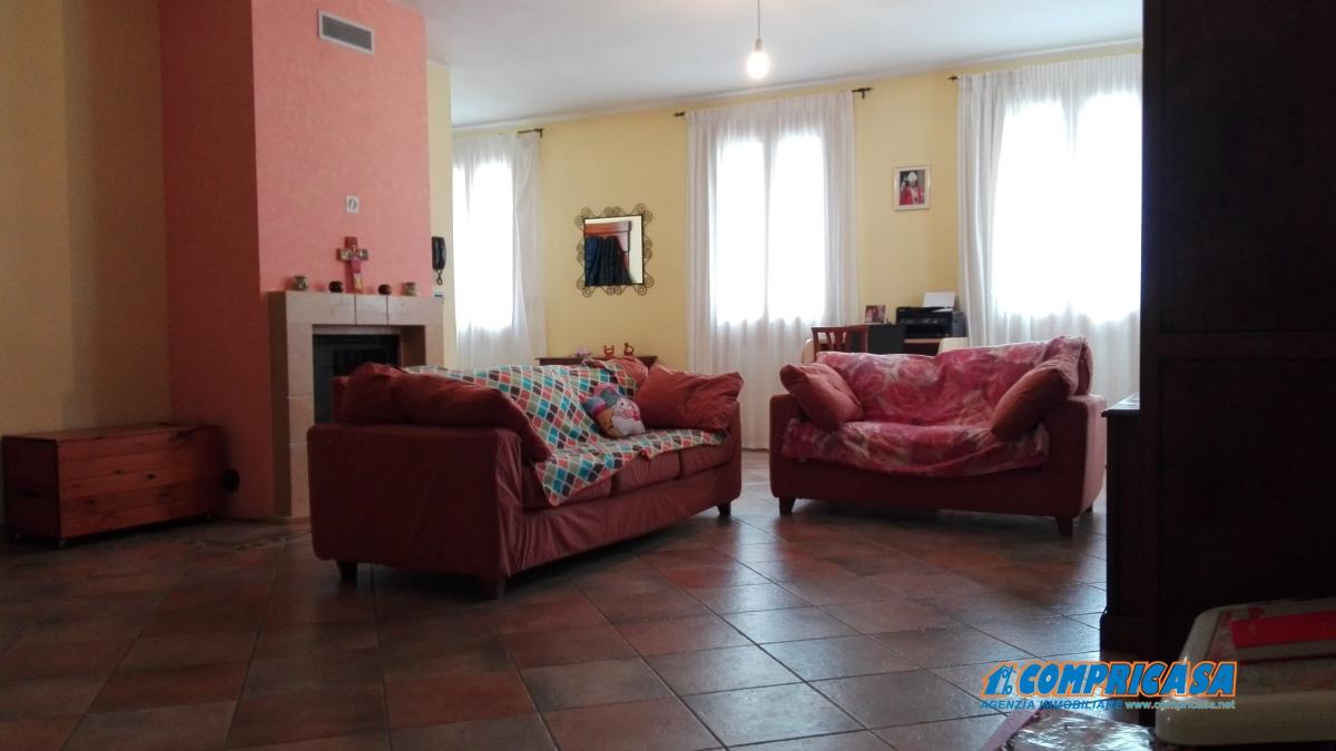Villa in vendita a Montagnana, 10 locali, prezzo € 350.000 | Cambio Casa.it