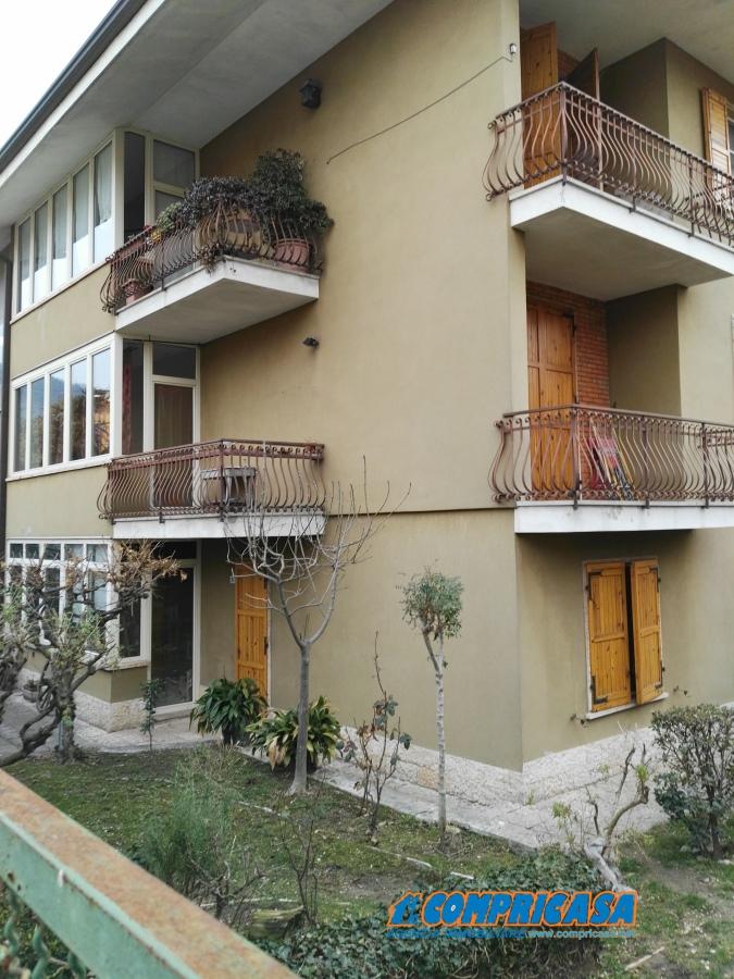 Villa in vendita a Garda, 13 locali, prezzo € 990.000 | CambioCasa.it
