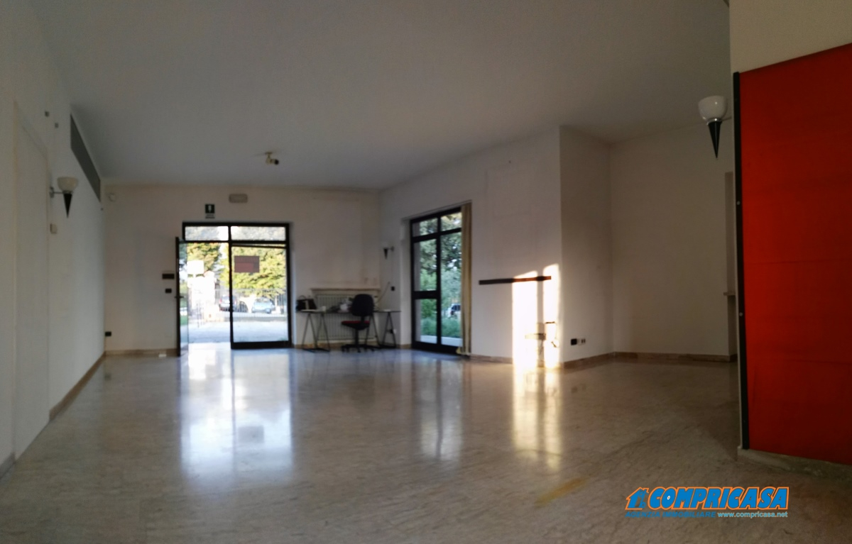Ufficio / Studio in affitto a Cavaion Veronese, 2 locali, prezzo € 1.000 | CambioCasa.it