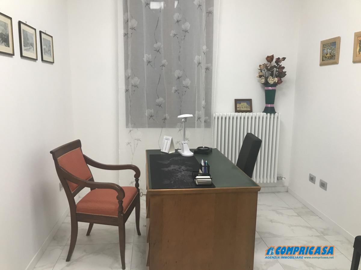 Ristorante / Pizzeria / Trattoria in affitto a Saletto, 5 locali, prezzo € 500 | CambioCasa.it