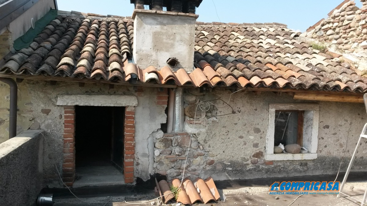 Rustico / Casale in vendita a Bardolino, 4 locali, prezzo € 135.000 | Cambio Casa.it
