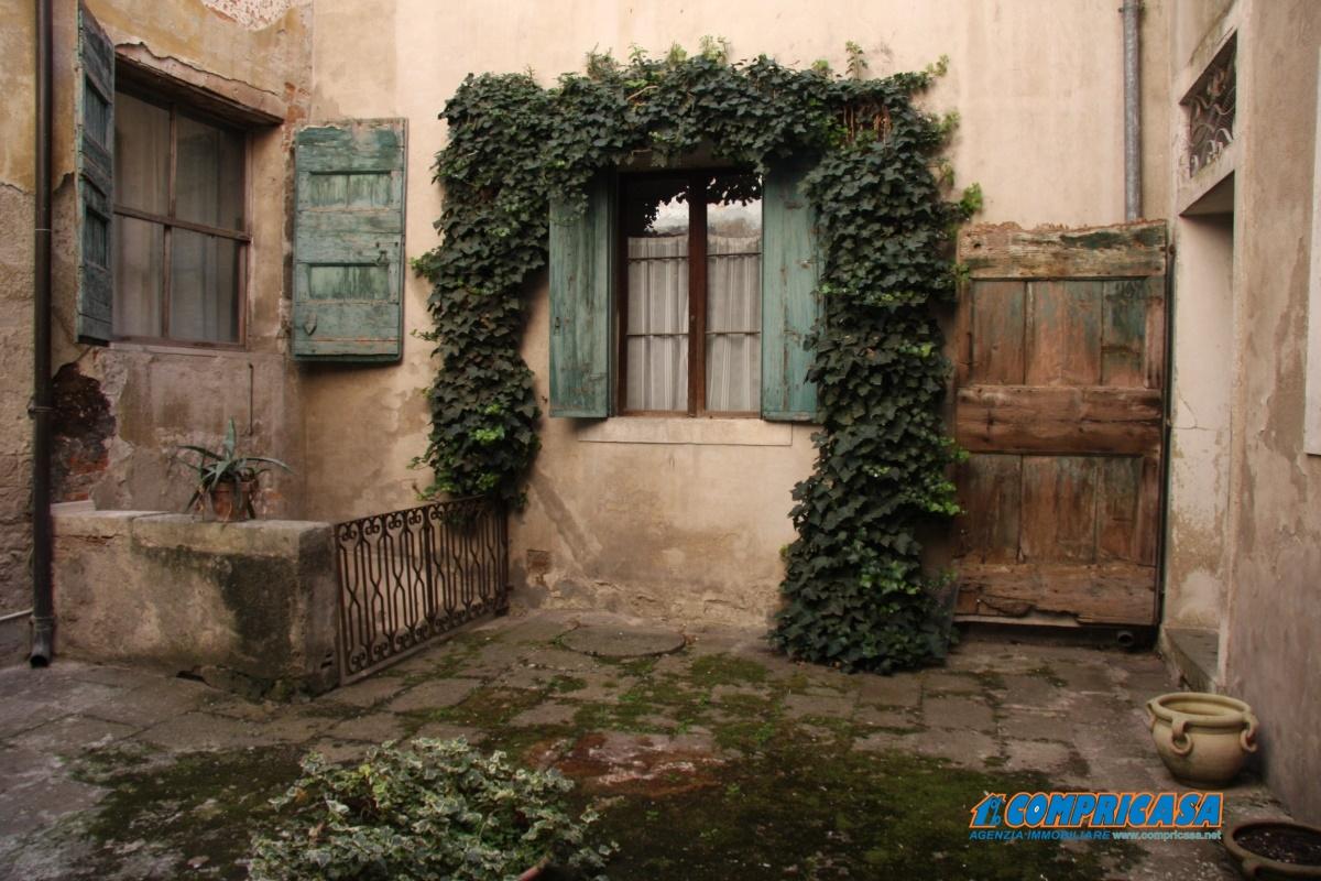 Palazzo / Stabile in vendita a Montagnana, 15 locali, prezzo € 550.000 | Cambio Casa.it