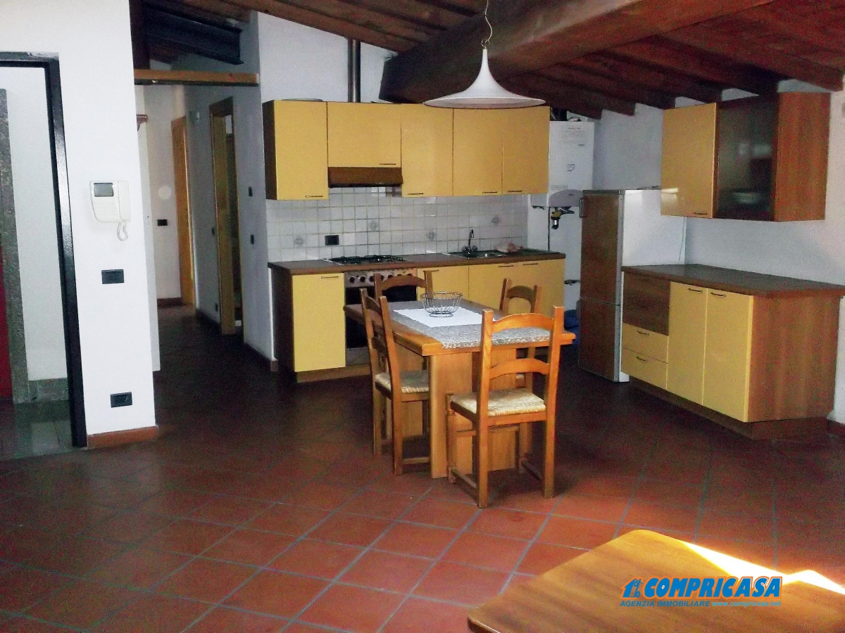 Appartamento in affitto a Bardolino, 4 locali, prezzo € 800 | CambioCasa.it