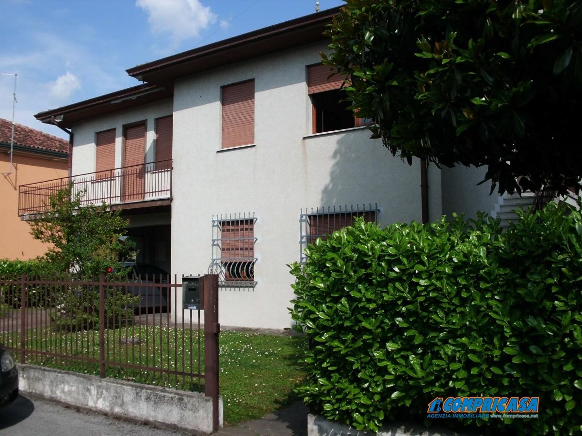Villa in vendita a Montagnana, 10 locali, prezzo € 165.000 | Cambio Casa.it