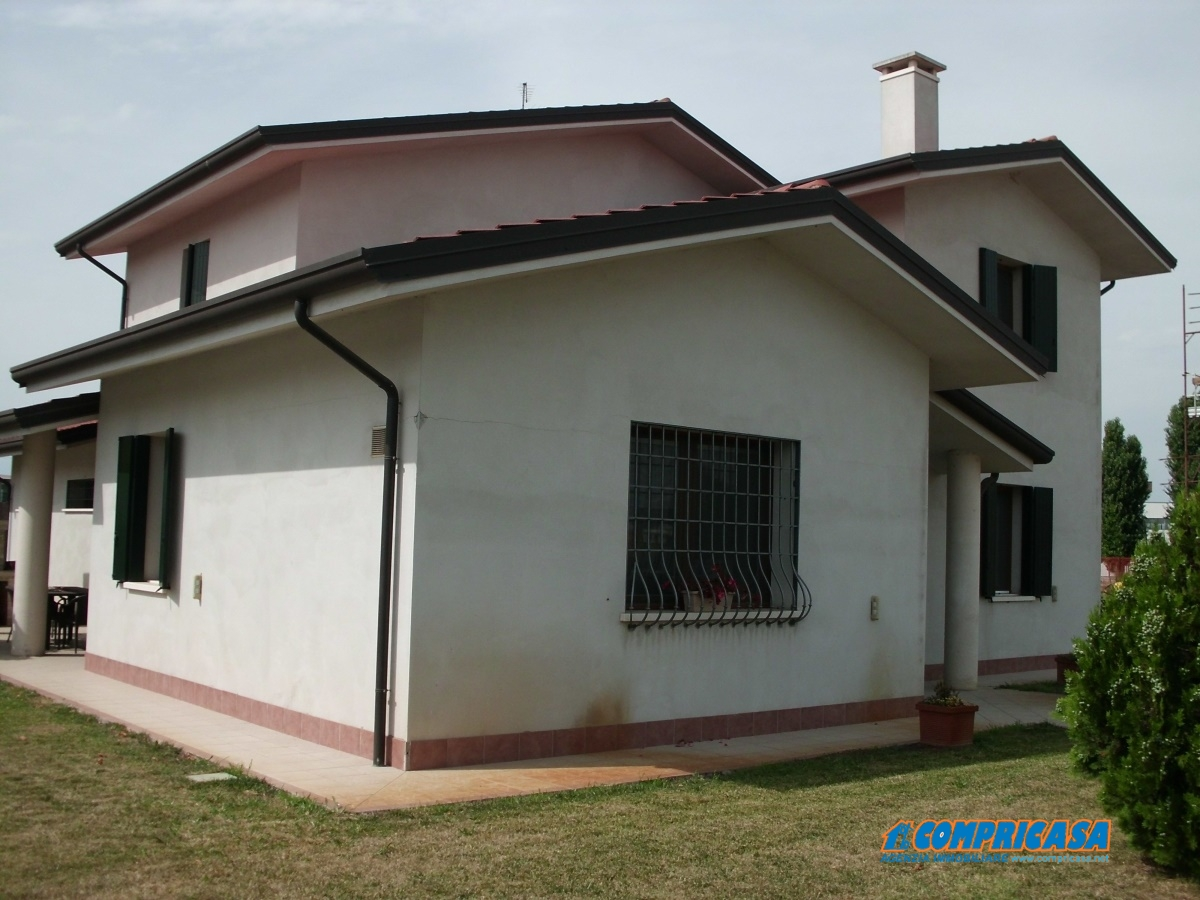 Villa in Vendita a Roveredo di Guà