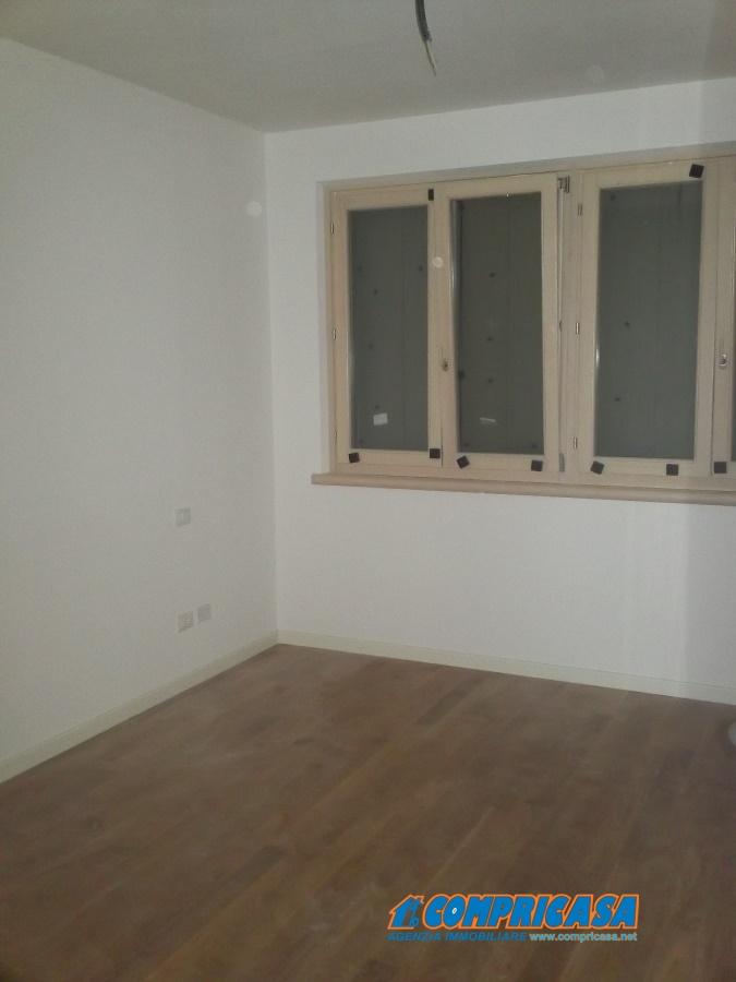 Vendita appartamenti lazise appartamento localit prima for Piani garage annessi con stanza bonus