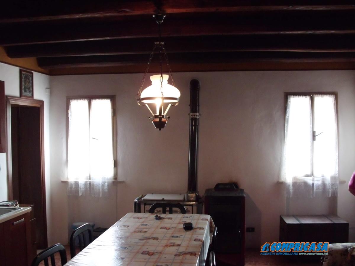 Soluzione Indipendente in vendita a Bevilacqua, 5 locali, prezzo € 110.000 | CambioCasa.it